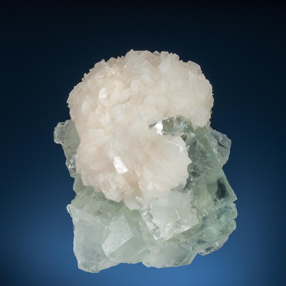 Calcite, Fluorite Location: Xianghualing Mine, Linwu Co., Chenzhou, Hunan, China